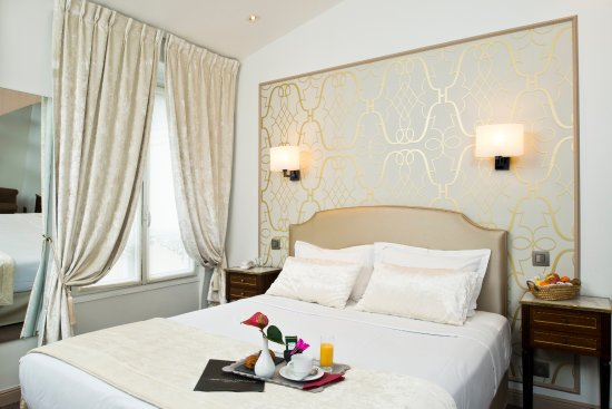 Hotel Saint Petersbourg : Quadruple room
