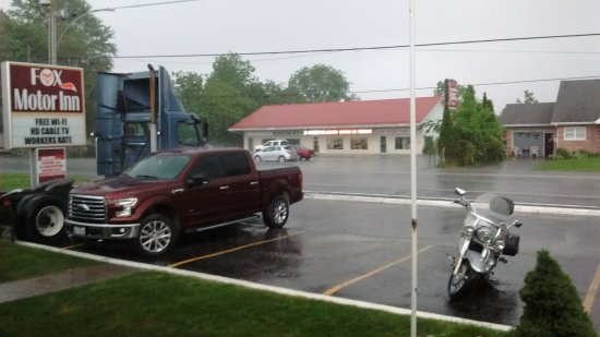 Napanee, Canada: Wet view from our room 105