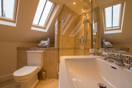 Galashiels, UK: Butlers Room En-Suite Shower Room