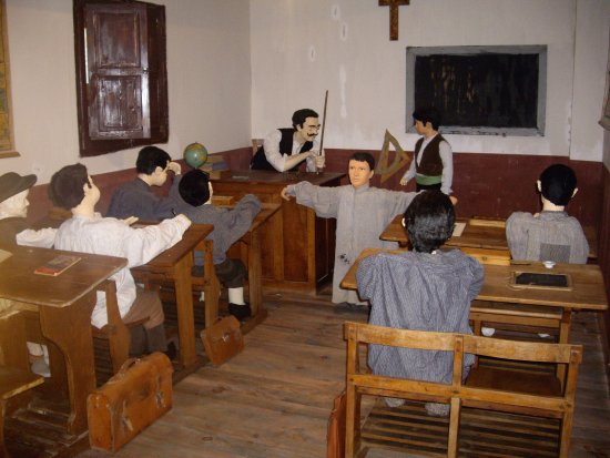Riano, Spain: la escuela antigua