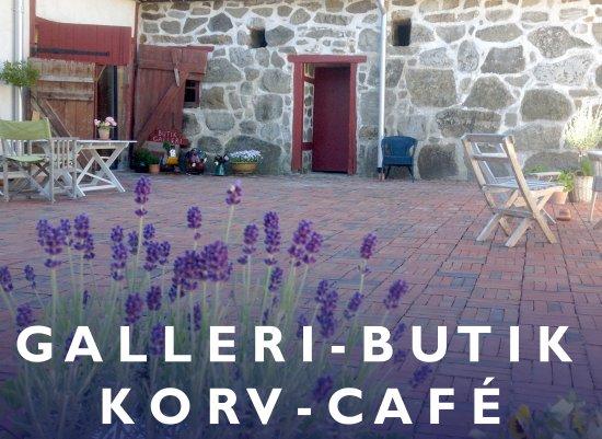 Simrishamn, Svezia: Löneboställets korvcafé ligger på en vacker innergård i Gladsax