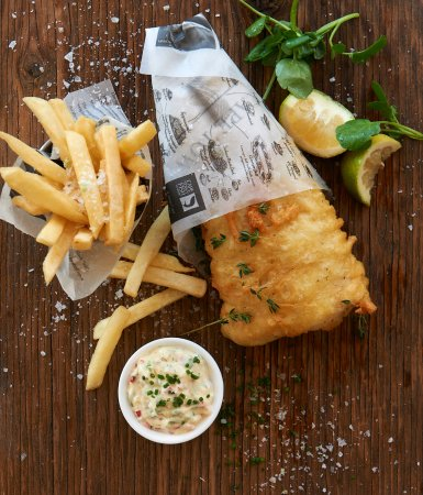 Cape Town Fish Market (V & A Waterfront): Hake & Chips