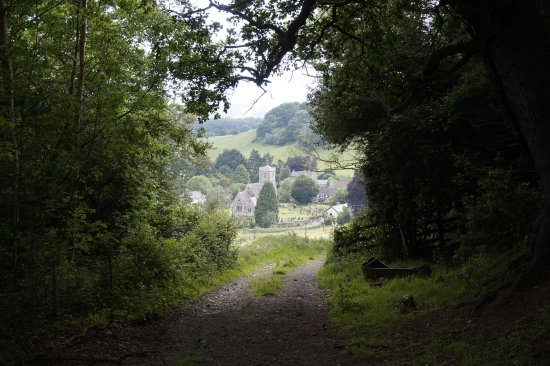 Llowes, UK: hiking path view on the village