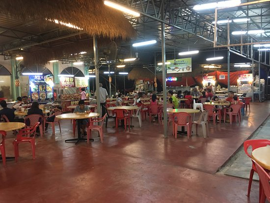 Batu Ferringhi, Malasia: A cafe behind the night market