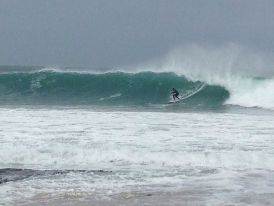 Jeffreys Bay, جنوب أفريقيا: Giant waves. Awesome photos