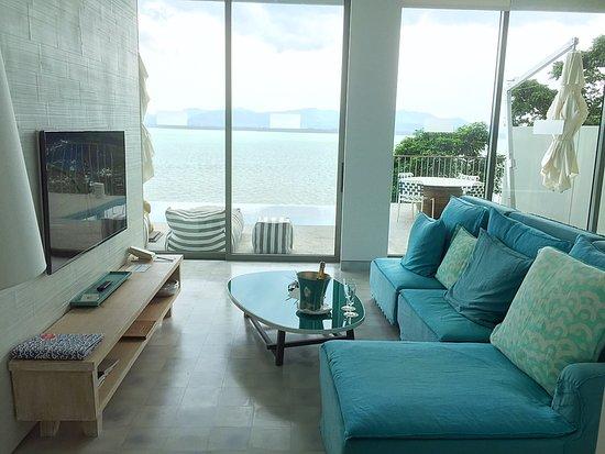 One br pool villa living room picture of como point for Como jogar modern living room escape