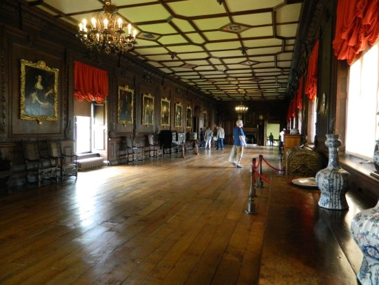 Chirk, UK: the long gallery