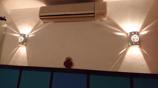 Hotel Marionetas: condizionatore mal funzionante e sottodimensionato per le dimensioni della stanza