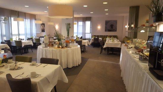 Best Western Hotel Favorit: Zimmer und Frühstücksraum