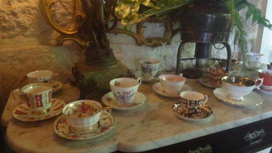 Hunte's Gardens: Tea cups