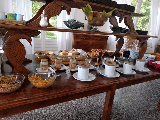 Saint Andre Les Alpes, Frankrike: Buffet petit déjeuner