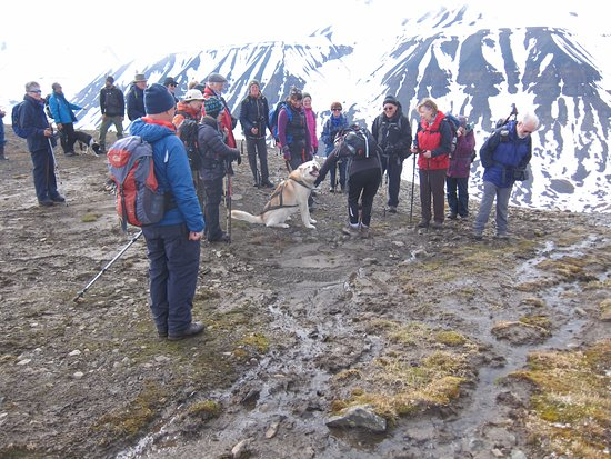 Svalbard Villmarkssenter - Day Tours: Group walk on Mine 7, led by Manon and Roman