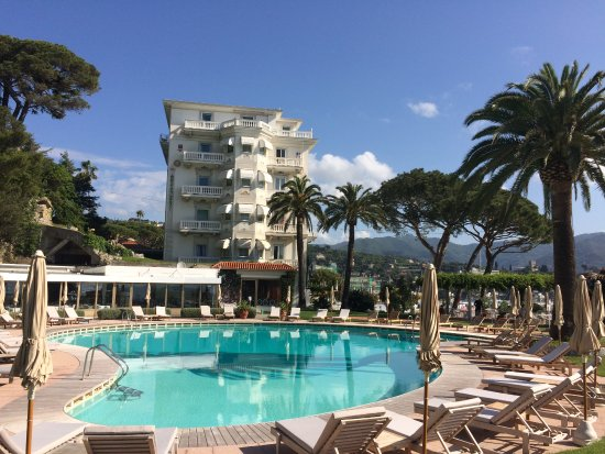 Grand Hotel Miramare: View from far end of the pool