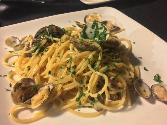 La Rondinella: Spaghetti a la Vongole