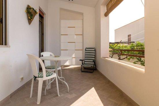 Valderice, Italy: Appartamento Piccolo: veranda vista mare