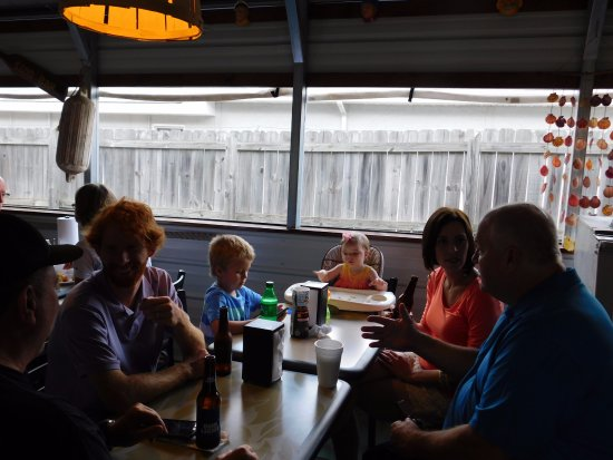 Aiken, Carolina del Sur: Family and friends meet, to eat, at THE BAIT SHACK!