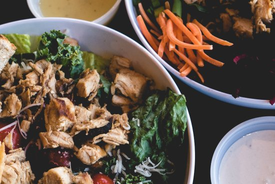 Пеория, Илинойс: Build Your Own Bowl at CoreLife Eatery