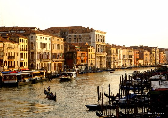 Residence Ca' Foscolo: Desde el Puente de Rialto, a 300 mts al establecimiento.