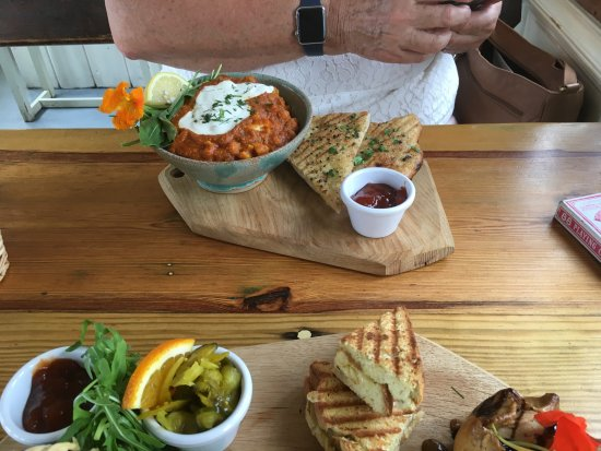 South Petherton, UK: Wife's vegetarian lunch