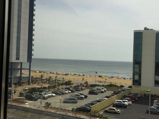Clarion Inn & Suites Virginia Beach: Left side view Room 617