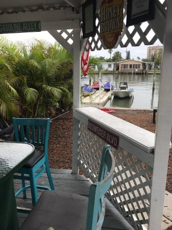 Fin's Jet Ski Tours & Pontoon Boat Cruises: Fin's gazebo...his meeting spot