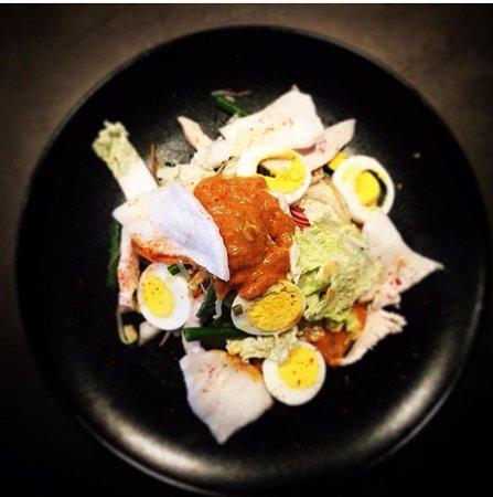 Boujan sur Libron, France: Entrée Gado Gado, salade de poulet à l'indonésienne