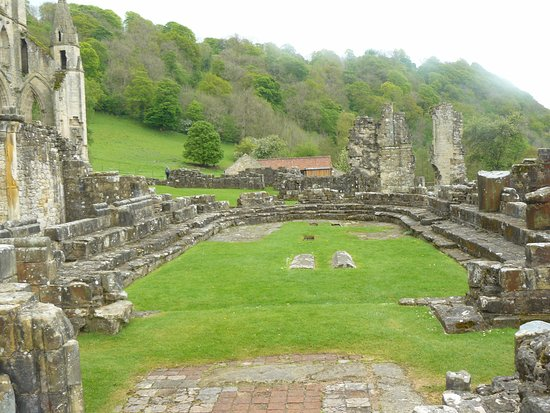 Helmsley, UK: Chapter House from Great Cloister.   Unusually this had an apsidal east end