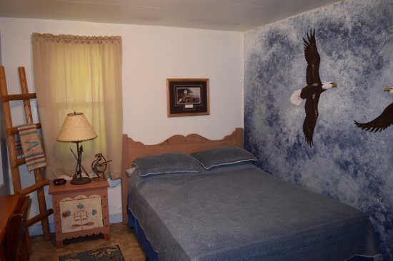 Stoney River Lodge: Eagle Room. Simple Two Person Room With Full Bath.  Picture