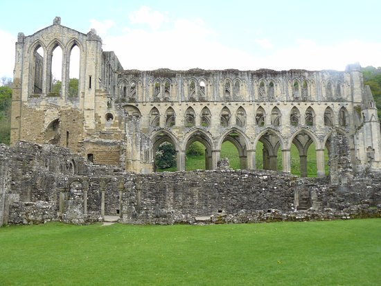 Helmsley, UK: East End from Infirmary Cloister