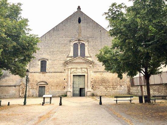 Poitiers, Francja: Un peu à l'écart du centre ville mais elle mérite le détour