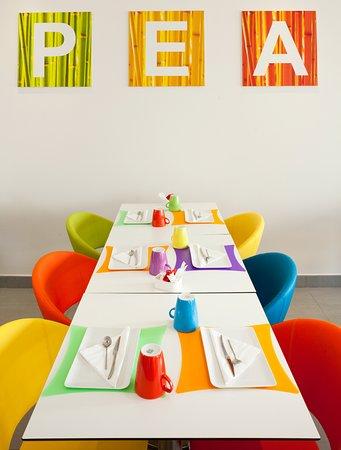 Montrouge, France: Salle de petit-déjeuner
