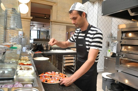 Ilkley, UK: Fresh food, lovingly prepared by our Pizzaiolo's.