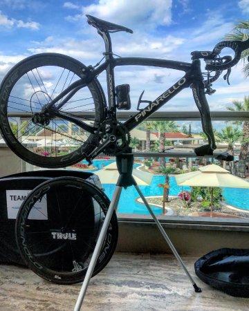 Porto Sani: Balcony even as room to build a bike!