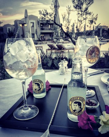 Porto Sani: Pre dinner drinks at Artemis