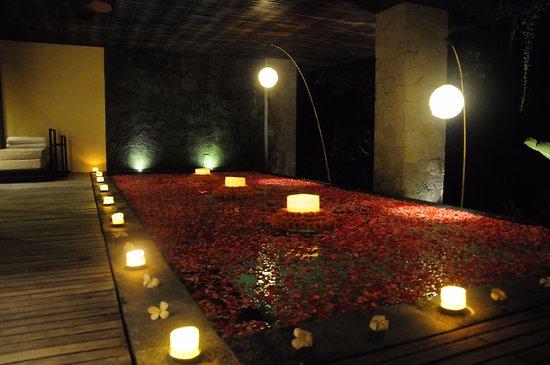 Komaneka at Tanggayuda: Red Light Special Dinner in our premier valley-pool villa