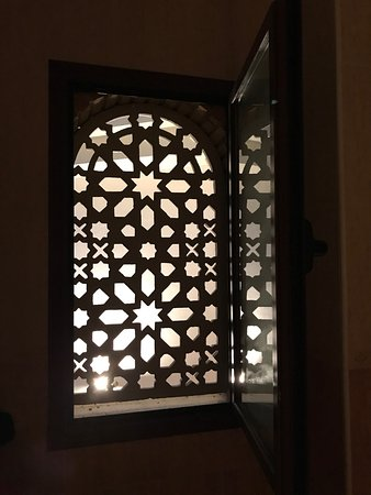 Albolote, Spagna: Window in shower-one of the few positives of this hotel!