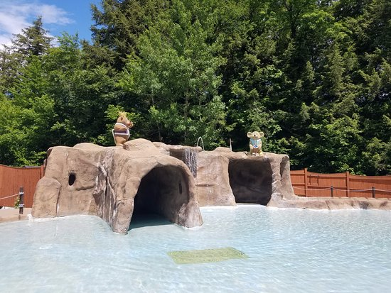 Jeffersonville, VT: Toddler wading pool area with tubes to play with/hold onto