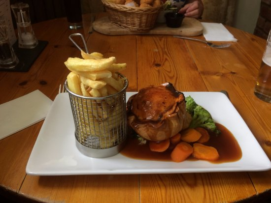 Burnley, UK: LOVELY steak and ale pie! DELICIOUS.