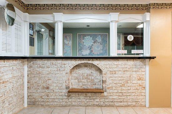 Palmyra, PA: Front Desk