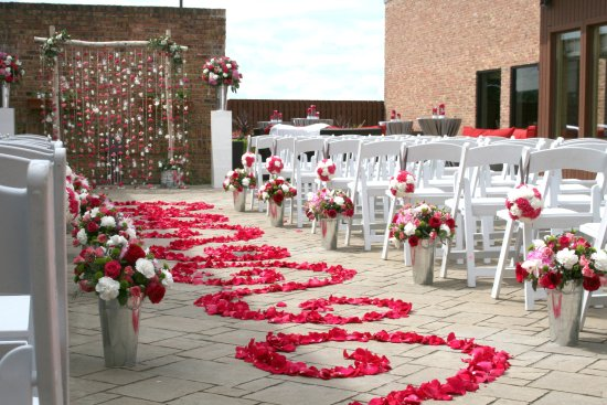 Alsip, IL: Outdoor weddings, receptions & vow renewals