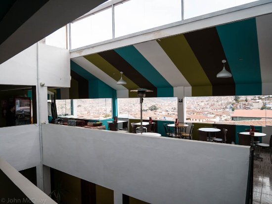 Cusco Packers Hostel: The common/dining area with a great view of Cusco