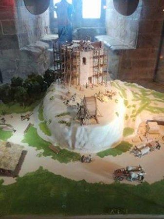 Foix, France: макет как строился замок