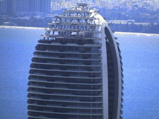 Sanya, China: Верхушка здания при максимальном увеличении
