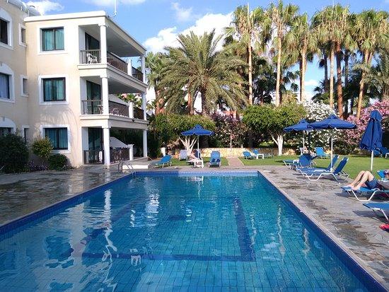Rododafni Beach Holiday Apartments & Villas : An oasis of calm