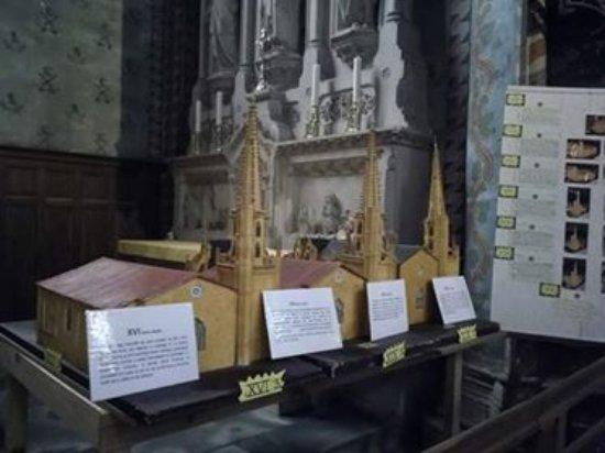 Mirepoix, France: экспозиция по истории собора 2