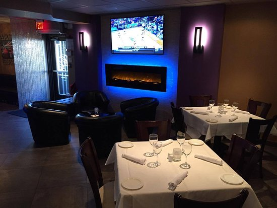 Iselin, NJ: Enjoy your lunch or dinner in our lovely decor