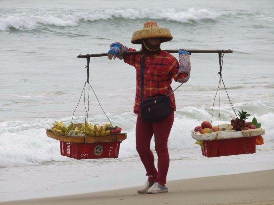 Sanya, Kina: прибрежная торговля экзотическими витаминами