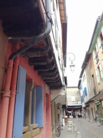 Mirepoix, France: дорога к площади