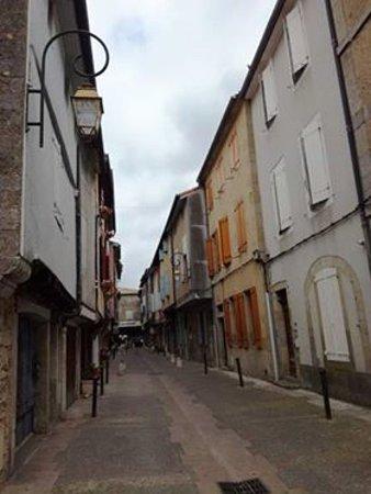 Mirepoix, France: дорога к площади 2