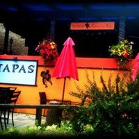 Tapas Restaurant : lovely patio in the summer